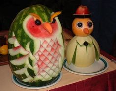 Carving food is fun! We've carved a rose from a tomato and made a simple punch bowl from a watermelon. Of all fruits, watermelon is the easiest to carve. Here are some amusing edible crafts m… L'art Du Fruit, Deco Fruit, Fruit Art, Fresh Fruit, Fun Fruit, Fruit Ideas, Fruit Cakes, Fruit Salads, Veggie Art