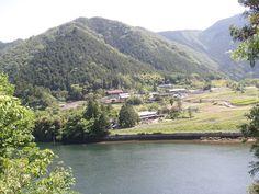 写真: 5月26日旭地区閑羅瀬町付近の道沿いの様子です。景観の良いところを見付けました。山が初夏の緑に輝いていました。 https://www.facebook.com/kankou.asahi?fref=ts