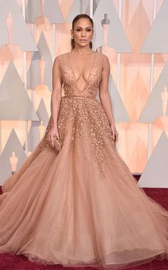 Dresses Look your best at the Prom. Planning your big night out is easy with Jennifer Lopez red carpet dresses. Jennifer Lopez might have never been nominated for an Elie Saab Couture, Vestidos Red Carpet, Red Carpet Gowns, Red Carpet Dresses 2015, Oscar Dresses, Prom Dresses, 2015 Dresses, Spring Dresses, Robes Elie Saab