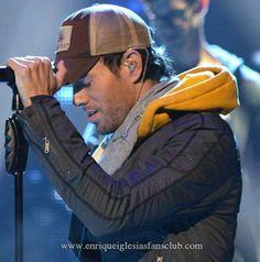 Enrique Iglesias Rehearsal Latin Grammys  with India Martínez in Las Vegas   Enrique Iglesias ensayos Latin Grammys con India Martínez en Las Vegas