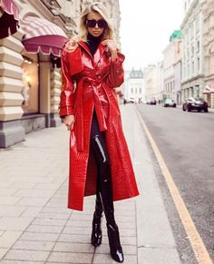 Mode Latex, Latex Fashion, 70s Fashion, Fetish Fashion, Fashion Models, Red Raincoat, Vinyl Raincoat, Plastic Raincoat, Jackets