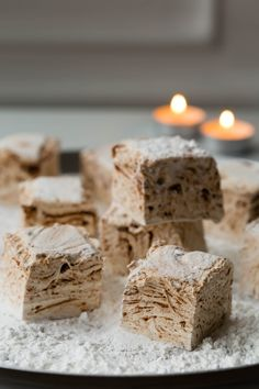 This recipe makes some of the fluffiest marshmallows you may ever see! White Chocolate Mousse, Fruit In Season, Marshmallows, Nutella, Treats, Cheese, Dinner, Cake, Christmas