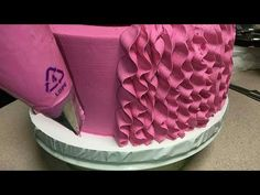Cake Decorating - How To Apply Edible Cake Art Cake Decorating Company, Creative Cake Decorating, Cake Decorating Tools, Cake Decorating Techniques, Creative Cakes, Cookie Decorating, Buttercream Cake Designs, Buttercream Icing, New Cake