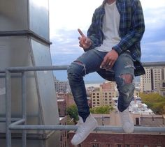 Look of the day // Fashion // Ripped Jeans Streetwear Mode, Streetwear Fashion, Nike Outfits, Jean Outfits, Guy Outfits, Ripped Jeans Style, Ripped Jeans Men, Urban Fashion, Mens Fashion
