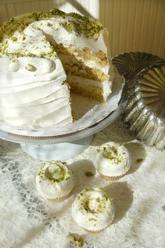 magnolia bakery: pistachio cake