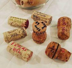 Uma vez vi essa ideia no instagram e achei legal, tanto que comecei colocar em prática.  Anotar nas rolhas de vinho e espumante as datas especial que celebramos em família, acompanhado dessas bebidas.🍷🍾👪❤ . . . #bonsmomentos #emfamília #registrados #emrolhas #rolhasdevinho #rolhasdeespumante #relíquias #defamilia