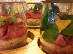Walking Dinner - De Wandelaar - Vitello tonnato: klassiek gerecht met roze kalfsvlees geserveerd op een eigentijdse manier
