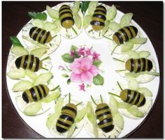 Салат пчёлки на лужайке