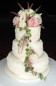 Sarah Hardy Cakes, Piped lacework and fresh flower wedding cake.