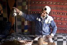 Arab way into tea - tea with a smile ©Simon Tupper