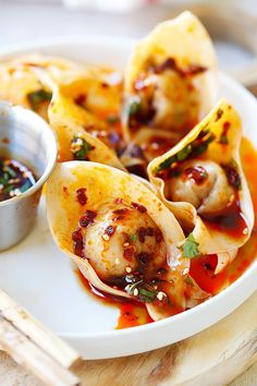 {China} Sichuan Red Oil Wontons - delicious and mouthwatering spicy wontons in Sichuan red oil and black vinegar sauce. Easy recipe for homemade spicy wontons | rasamalaysia.com