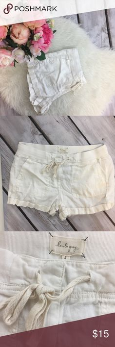 White Relaxed Shorts Super comfy white shorts. Has a tie and two clasps to fasten. Has pockets. In EUC Shorts