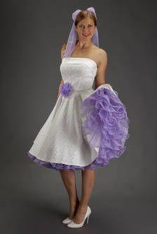 SETRINO® Couture aus Berlin |  Brautkleid elfenbein mit Petticoat in  flieder im 1950's Style