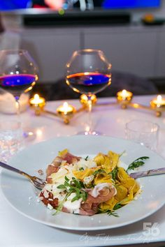 Pasta di parma med soltorkade tomater och parmesan - 56kilo.se - En mat & Inspirationsblogg Tasty, Yummy Food, Parma, Lchf, White Wine, Alcoholic Drinks, Food And Drink, Gluten, Fresh