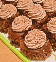 Prajitura ora 12 | Rețete Papa Bun Pavlova, Dessert Recipes, Desserts, Oras, Caramel, Goodies, Sweets, Food, Cakes