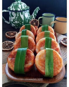 Wingko Babat Teflon Snacks Dishes, Steamed Cake, Traditional Cakes, Bread Cake, Asian Desserts, Recipe Details, Indonesian Food, Sweet Recipes, Catering