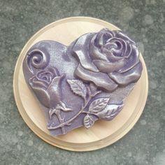 Svadobná sviečka Icing, Floral, Desserts, Instagram, Food, Tailgate Desserts, Deserts, Flowers, Essen