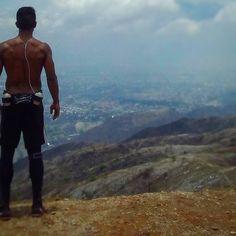 Extrañaba esa vista.  #motivation #mismocerromismodía #trainning #workout #entrenamiento #entrenadera#fitt#fitness #maracay #venezuela#funtionaltraining #funtional#funcional#abs#cerro #hotelmaracay#trekking#aragua #rofitve #reebokterrain#running #adidas #chm #cerrohotelmaracay #run#runtastic by rodrigo.zamora