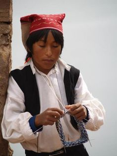 knitting on lake titicaca (Peru) - Travellerspoint Travel Photography Bolivia, Latin America, North America, Lake Titicaca Peru, Aboriginal People, Equador, Tribal People, Pictures Of People, You're Awesome