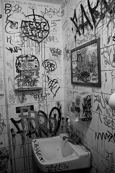 love super cluttered feeling photos like this or street art in general Graffiti Bathroom Alexander Petersen Street love super cluttered feeling photos like this or street art in general Alexander Petersen love super cluttered feelin Black And White Picture Wall, Black And White Pictures, Black Aesthetic Wallpaper, Aesthetic Wallpapers, Aesthetic Art, Aesthetic Pictures, Beige Aesthetic, Aesthetic Grunge, Urbane Fotografie