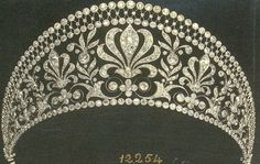 [Wouldn't this look good with a medieval type gown?] A diamond halo tiara The diamond halo tiara of Loelia, Duchess of Westminster. The tiara can be heightened with the addition of a di. Royal Crowns, Royal Tiaras, Tiaras And Crowns, Antique Jewelry, Vintage Jewelry, Faberge Eier, Bijoux Art Nouveau, Diamond Tiara, Family Jewels