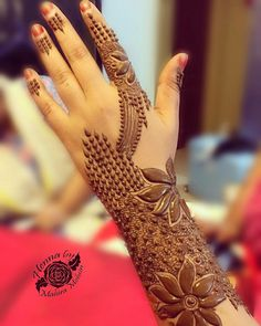 Love the idea Finger Henna Designs, Arabic Henna Designs, Bridal Henna Designs, Mehndi Design Pictures, Unique Mehndi Designs, Beautiful Mehndi Design, Latest Mehndi Designs, Mehndi Images, Geometric Designs