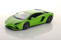 Collectable resin model Lamborghini Aventador S in Verde Mantis colour by MR Collection Models #Lamborghini #ModelCars #SuperSportsCar #LamborghiniClub #diecast #diecastphotography #diecastcollector #diecastcollection #diecastcars #118 #118Scale #118Diecast