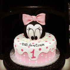 Minnie e la torta rosa. Torte Artistiche per qualsiasi evento della pasticceria La Mimosa di http://www.simocakedesigner.it