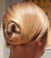 Snapped...in salone!!! La semplicità dei capelli raccolti con classe #cdj #degradejoelle #acconciature #wedding #dettaglidistile #eleganza #welovecdj