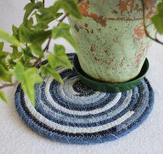 blue jean denim round coiled mat by @PrairiePeasant, via Flickr #Teamupcyclers
