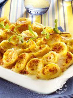 I Paccheri allo speck e formaggi sono una pietanza rustica della cucina del Belpaese, infallibile nel riscuotere consensi!