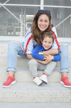 Zapatillas rojas Fitflop Camisa Zara, Fitflop, Jeans, Face, Red Sneakers, Zapatos, Storage Room, Shirts, The Face