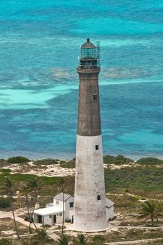The Dry Tortugas Lighthouse in Loggerhead Key, Florida. Billy Bones speaks of the Dry Tortugas in his drunken tales recounted early in Robert Louis Stevenson's Treasure Island Lighthouse Lighting, Beacon Of Light, Covered Bridges, Key West, Places To See, Beautiful Places, Scenery, Around The Worlds, Dry Tortugas