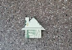 A quick to fold money origami gift is a house. Great for weddings and small gifts. Easy to fold takes less than 5 minutes. Origami Shirt, Origami Gifts, Money Origami, Origami Dress, Origami Boxes, Origami Paper, Dollar Oragami, Easy Dollar Bill Origami, Useful Origami