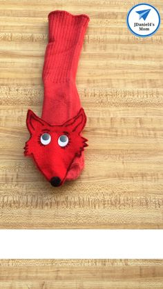 This fox sock puppet would be fun to make on Dr. Your children will have fun using to to help them read the book Fox in Socks. A free fox head template is available on the post. Dr Seuss Crafts, Preschool Crafts, Diy Crafts For Kids, Puppet Crafts, Sock Crafts, Horse Crafts, Homemade Puppets, Dr Seuss Activities, Fox Socks