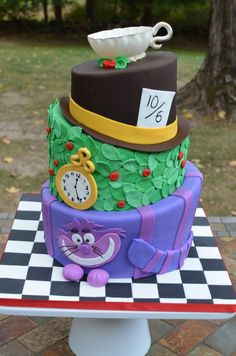 I want this Alice In Wonderland cake for my birthday!