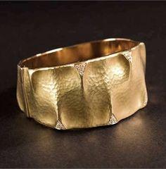 Vendorafa Lombardi - Dune bangle in hammered yellow gold with diamonds. - See more at: http://www.vogue.it/en/trends/basel-2013/2013/04/vendorafa-lombardi-basilea-2013#ad-image268609