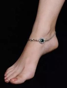 25 Beautiful Anklets For Ladies Who Love Fashion Silver Payal, Silver Anklets, Silver Necklaces, Silver Jewelry, Silver Earrings, Jewlery, Ankle Bracelets, Bracelets For Men, Bangles