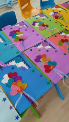 Risultati immagini per maternelle après avoir peint le fond Kids Crafts, Preschool Crafts, Felt Crafts, Diy And Crafts, Arts And Crafts, Paper Crafts, Painting For Kids, Art For Kids, Children Painting