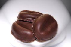 Kávové zrná z BB keksov Czech Desserts, Christmas Cookies, Frosting, Goodies, Food And Drink, Sweets, Chocolate, Fruit, The Originals