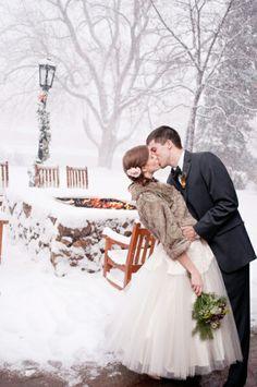 winter-wedding-photograph-in-snow
