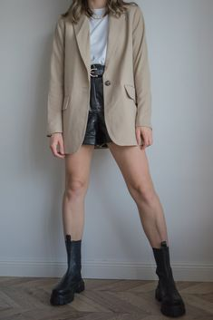 Transitional Outfit To Wear For Autumn - beige blazer