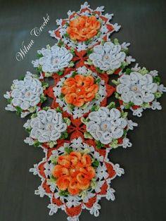caminho-de-mesa-flor-camelia-laranja-croche
