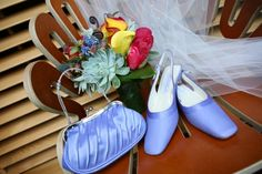 Loved the blue accessories.    http://www.a-dreamwedding.com/