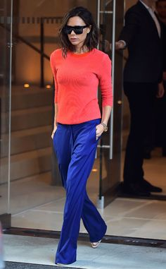 Victoria Beckham from The Big Picture: Today's Hot Pics The fashionista sports some bright colors while out in the Big Apple. Work Fashion, Fashion 2017, New York Fashion, Fashion Outfits, Womens Fashion, Victoria Beckham Outfits, Victoria Beckham Style, Beckham Hair, Look Office