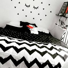 Beautiful Girls Bedroom Ideas for Small Rooms (Teenage Bedroom Ideas), Teenage and Girls Bedroom Ideas for Small Rooms, Pink Colors, Girls Room Paint Ideas with Beds Wall Art Diy Wall Decor For Bedroom, Small Room Decor, Teen Room Decor, Small Room Bedroom, Trendy Bedroom, Bedroom Wall, Girls Bedroom, Home Decor, Diy Bedroom
