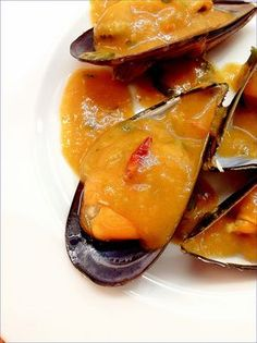 MEJILLONES EN SALSA PICANTE Salsa Picante, Yummy Food, Tasty, Food Decoration, Spanish Food, Mussels, Canapes, Fish And Seafood, Seafood Recipes