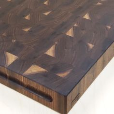 In this video I teach you the steps to making a walnut butcher block. If you've ever wanted to make a gift like this for someone this is the tutorial for you! aus paletten videos Make a Walnut Butcher Block! Wood Projects That Sell, Cool Woodworking Projects, Diy Woodworking, Woodworking Techniques, Woodworking Videos, Woodworking Furniture, Art Projects, Wood Block Crafts, Wood Blocks