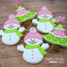 "890 Likes, 27 Comments - Jill FCS (@jillfcs) on Instagram: ""Christmas sweetness! ... #funkycookiestudio #jillfcs #doorcounty #sisterbay #edibleart #cookieart…"""