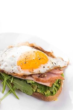 AVOCADO TOAST WITH EGG. Whole grain bread is toasted then topped with creamy avocado spicy arugula smoked ham and a runny egg. Baked Egg Cups, Calorie Dense Foods, Lemon Bowl, Avocado Health Benefits, Ham And Eggs, Quick Healthy Breakfast, Smoked Ham, Ham And Cheese, How To Cook Eggs